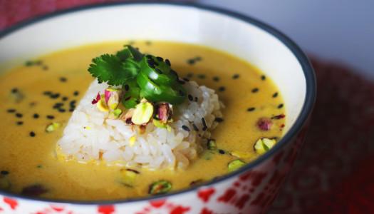 Sopa thai de coco y pistachos con arroz. Asombrosa.