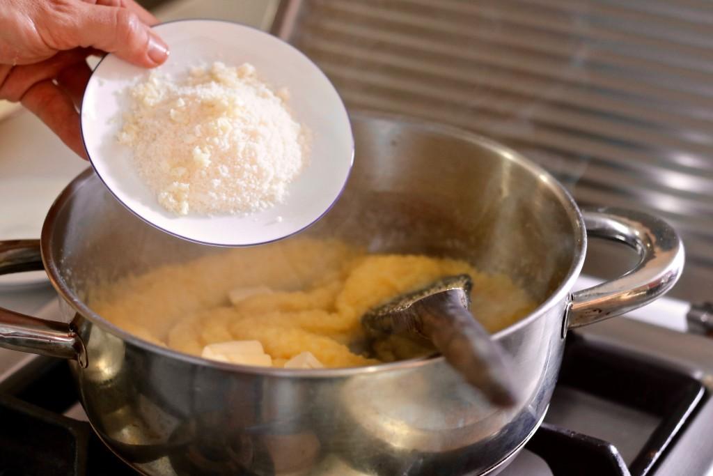 Añade el queso y el ajo