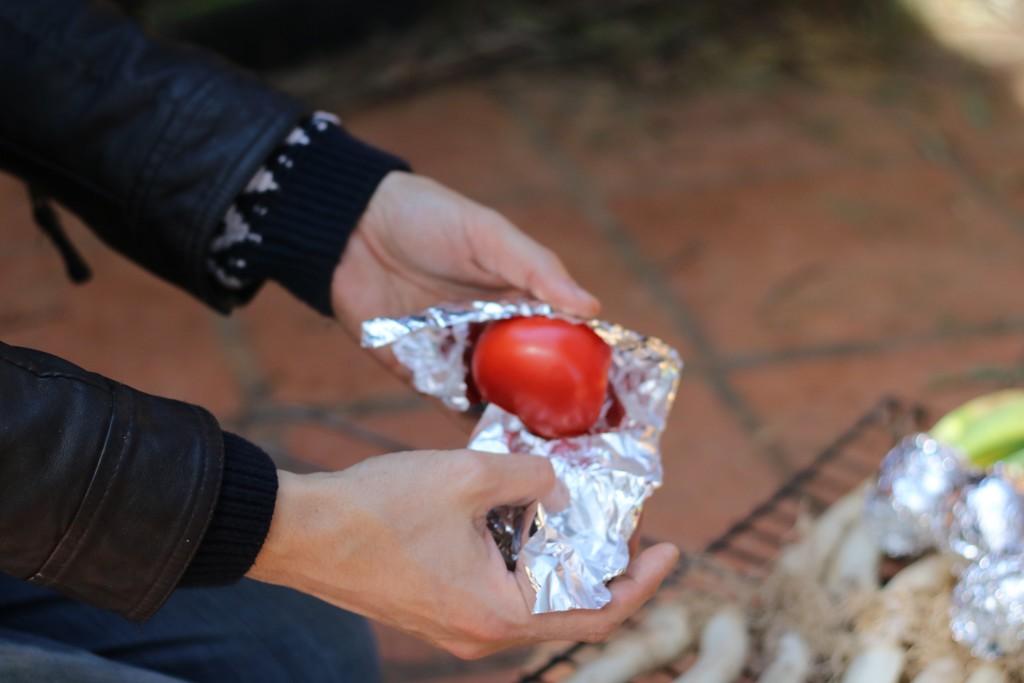 Envuelve los tomates